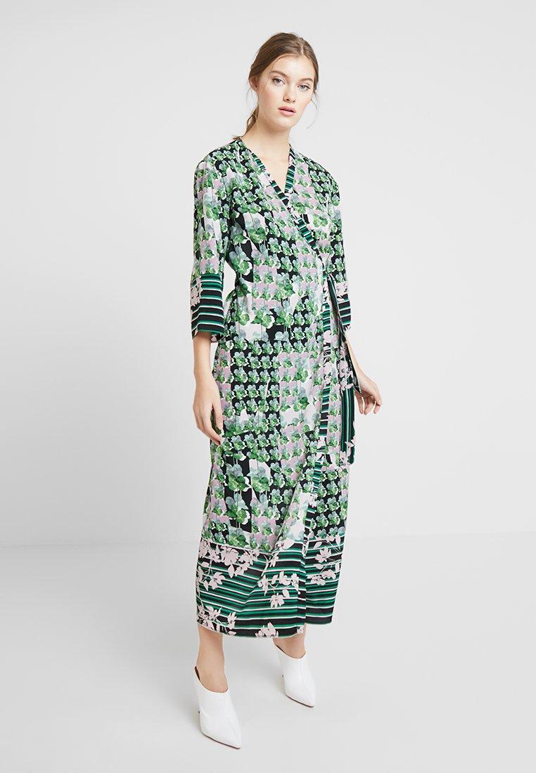 Sisley - ORIENTAL KIMONO WRAP DRESS - Vestito lungo - green leaf