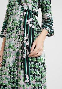 Sisley - ORIENTAL KIMONO WRAP DRESS - Vestito lungo - green leaf - 5