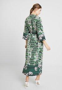 Sisley - ORIENTAL KIMONO WRAP DRESS - Vestito lungo - green leaf - 2