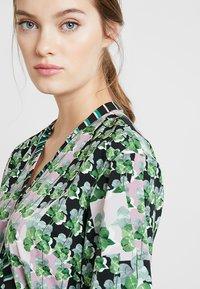 Sisley - ORIENTAL KIMONO WRAP DRESS - Vestito lungo - green leaf - 3