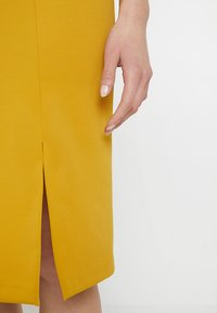 Sisley - PONTE BUSINESS SHIFT - Tubino - yellow - 5