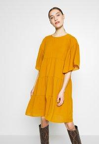 Sisley - Kjole - yellow - 0