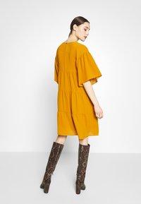 Sisley - Kjole - yellow - 2