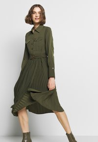 Sisley - DRESS - Kjole - khaki - 3