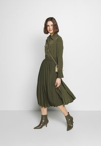 Sisley - DRESS - Kjole - khaki - 1