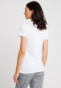 Sisley - ROUND NECK - T-shirt basic - white - 2
