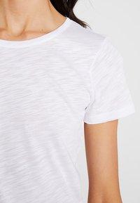 Sisley - ROUND NECK - Jednoduché triko - white - 5