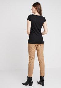 Sisley - VNECK TEE - T-Shirt basic - black - 2
