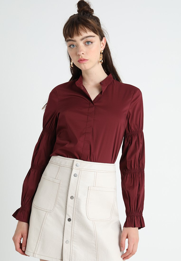 Sisley - HIDDEN PLACKET RUFFLE SLEEVE - Hemdbluse - burgundy