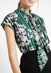 Sisley - ORIENTAL FLOWER - Blouse - green/pink