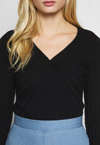 Sisley - V NECK - Strikkegenser - black - 5