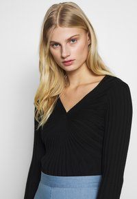 Sisley - V NECK - Strikkegenser - black - 3