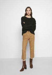 Sisley - TROUSERS - Pantaloni - brown - 1