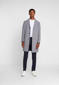 Sisley - Zimní kabát - black/white - 1