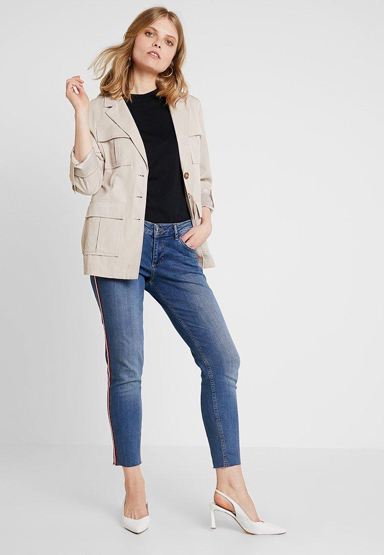 s.Oliver - SHAPE ANKLE - Slim fit jeans - blue denim