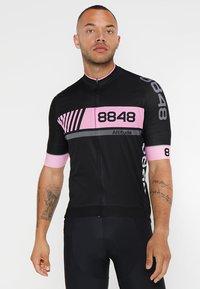 8848 Altitude - PAN LOOP BIKE  - T-Shirt print - black/pink - 0