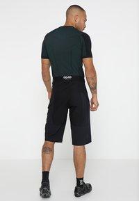 8848 Altitude - TERO SHORTS - kurze Sporthose - black - 2