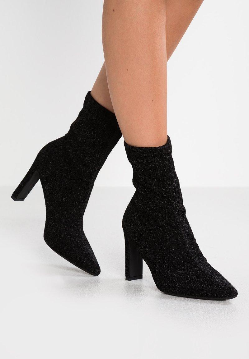 Francesco Milano - High Heel Stiefelette - nero