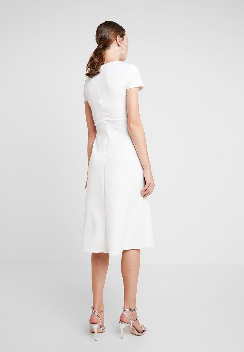 KIOMI - Žerzejové šaty - white