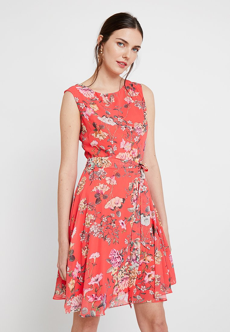 Wallis - TRAILING FLORAL FIT AND FLATER - Freizeitkleid - coral