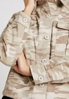 New Look - CAMO CROP UTILITY - Leichte Jacke - beige