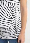 9Fashion - SOLANGE - Print T-shirt - stripes