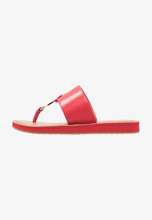YILANIA - Sandály s odděleným palcem - red