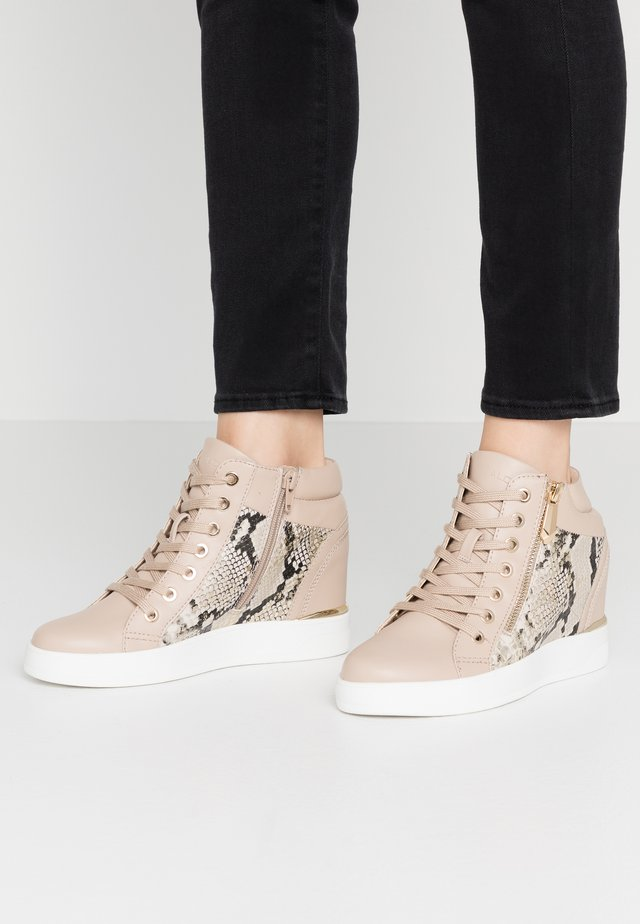 AILANNA - High-top trainers - gold