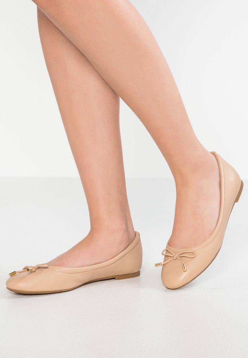 ALDO - UNELAMMA - Klassischer  Ballerina - bone