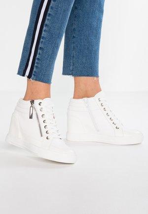 AELADDA - Vysoké tenisky - white