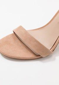 ALDO - JERAYCLYA - Sandaler med høye hæler - camel - 2