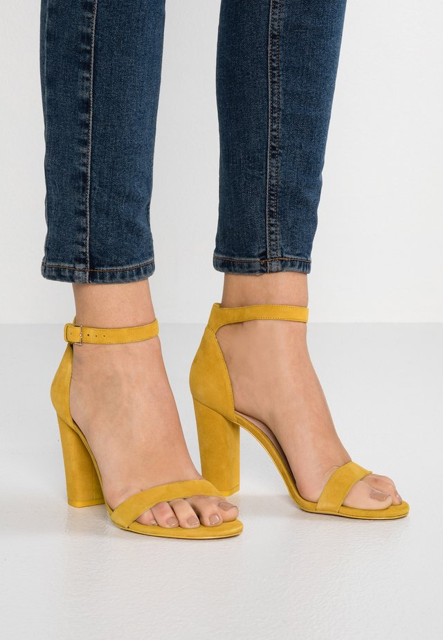 JERAYCLYA - High Heel Sandalette - mustard