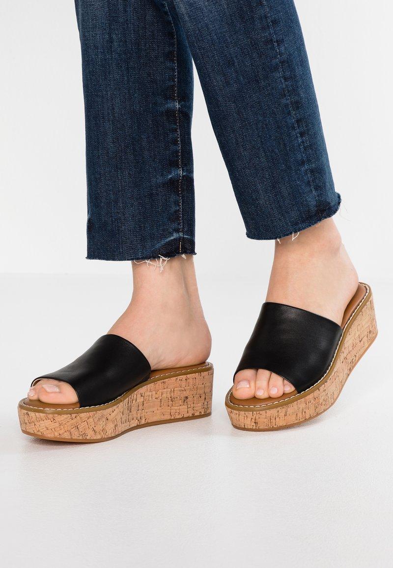 ALDO - ARAOLIAN - Pantolette hoch - black