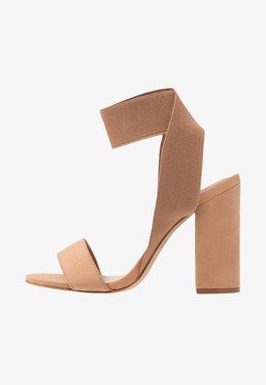 THAUSEN - Sandaler med høye hæler - taupe