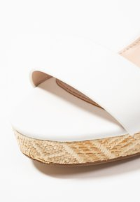 ALDO - UNALIVIEL - Sandály na vysokém podpatku - white - 2