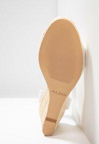 ALDO - UNALIVIEL - Sandály na vysokém podpatku - white - 6