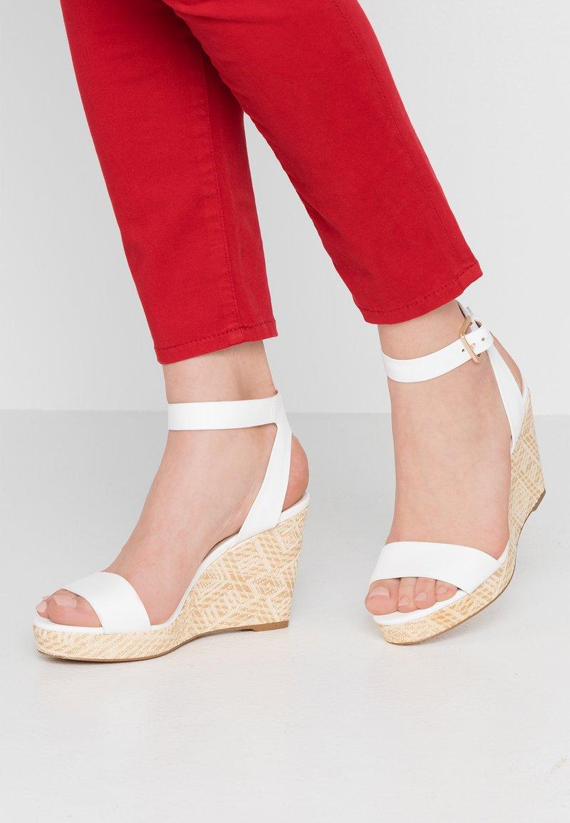 ALDO - UNALIVIEL - Sandály na vysokém podpatku - white
