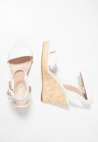 ALDO - UNALIVIEL - Sandály na vysokém podpatku - white - 3