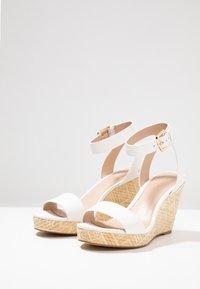 ALDO - UNALIVIEL - Sandály na vysokém podpatku - white - 4