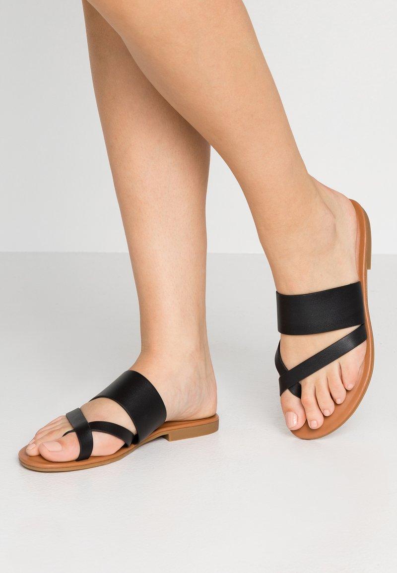 ALDO - CELODIA - Sandály s odděleným palcem - black
