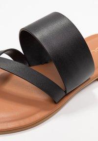 ALDO - CELODIA - Sandály s odděleným palcem - black - 2
