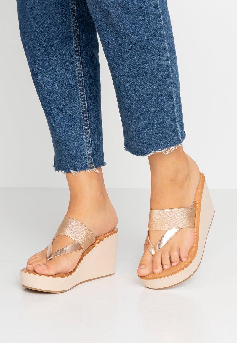ALDO - LEGIECIA - Sandály s odděleným palcem - metallic