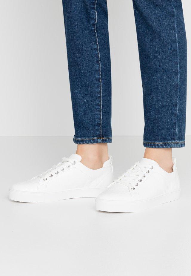 AMROTH - Sneaker low - white