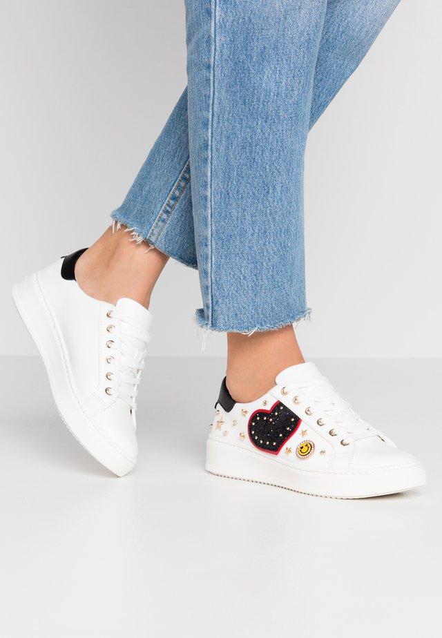 POLYGONIA - Sneakers basse - white
