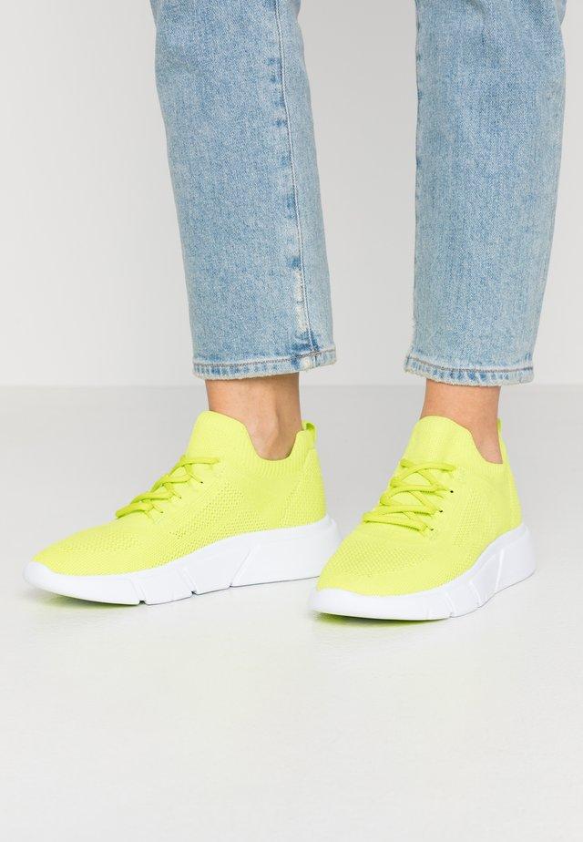 AMBLA - Sneakers laag - bright green