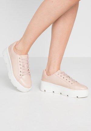 GLADESVILLE - Sneakersy niskie - light pink