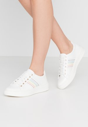 MAILA - Sneakers basse - white