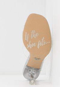 ALDO - ALDO x DISNEY - STEPSISTER - Pantofle na podpatku - clear - 6