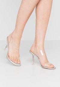 ALDO - ALDO x DISNEY - STEPSISTER - Pantofle na podpatku - clear - 0