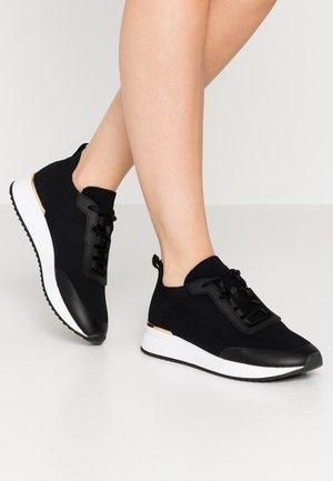 EOWYCIA - Sneakersy niskie - black